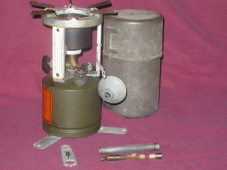 1943 U S COLEMAN MILITARY GREEN CAMP STOVE W CASE FISH CAMPING HUNTING