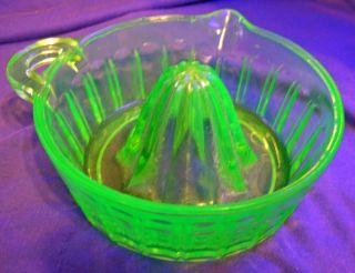 Vaseline Green Glass Art Deco Vintage Reamer Juicer