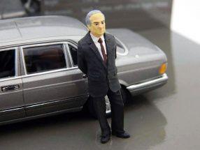 Benz 500 SEL(W126) federal chancellor Helmut Kohl 1989 1:43 Minichamps