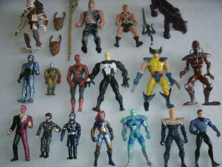17 action figures Spiderman, Joker, Heman, Predator, Robocop