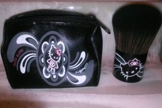 M A C Hello Kitty Brush with Bag