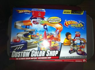 Hot Wheels Color Shifters Custom Color Shop Track Set Car Included New