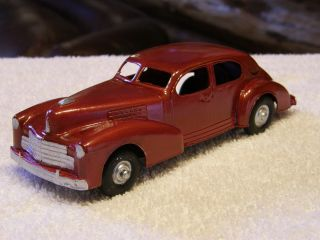 Hubley 452 1941 Cadillac Sedan Met Red w Base