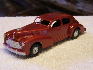 Hubley 452 1941 Cadillac Sedan Met Red w Base