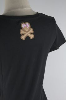 Junior scoop neck tee shirt with short sleeves Screen print on front