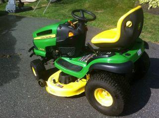 John Deere Lawn Tractor LA135