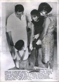 1963 Press Photo Patricia Kennedy Peter Lawford Visit Patient Metally Retarded