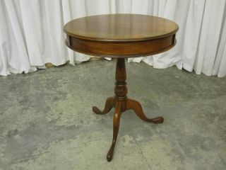 Antique Round King George II Style Tripod Table in Oak Great Condition