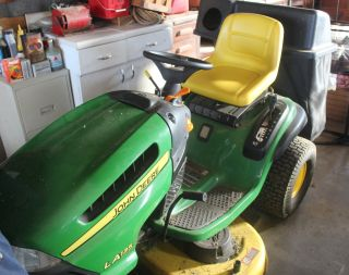 John Deere Riding Lawn Mower
