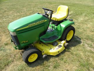 John Deere GT235 Riding Lawn Mower