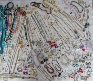 Costume Jewelry Huge Lot 190+ pcs Many Sets Necklaces Brooches Pins