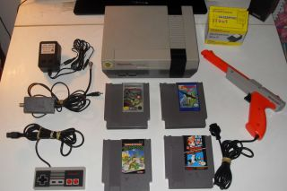 NES Console System w Super Mario Bros Duck Hunt Gun More Tested