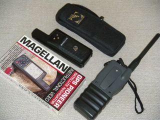 HUMMINBIRD VHF MARINE BAND HANHELD RADIO AND MAGELLAN GPS 300 W CASE