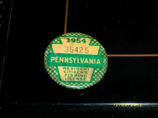 1954 Pennsylvania PA Fishing License Pin Button Badge
