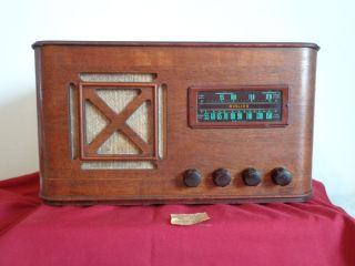 Antique Working 1940 Airline Short Band Wave Table Top Tubed Radio w
