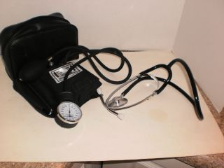 Blood Pressure Monitor w Single Head Stethoscope