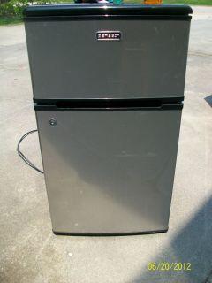 Emerson Model CR500 Compact 2 Door Refrigerator Freezer