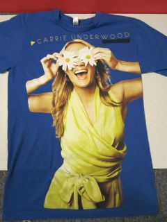 Carrie Underwood Play on tour blu shirt with flowers American Apperal