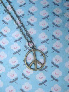 FUNKY SMALL BRASS PEACE SIGN NECKLACE VINTAGE KITSCH BOHO HIPPY