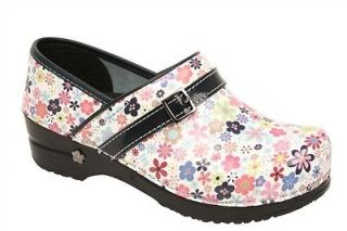 NEW IN BOX SANITA Womens Koi Pond Print Nursing Clogs White 73458536 1