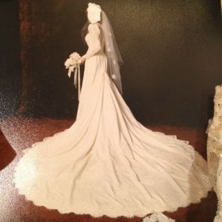 1986 Ivory Silk Taffeta And Lace Wedding Gown / Dress By Demetrios For