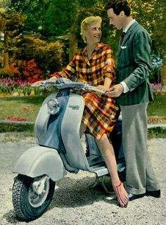 postcard w/antique LAMBRETTA 150 LD Innocenti Scooter MOTORCYCLE MOTO