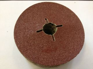 PACK OF 10 115MM X 22MM 120 GRIT FIBRE DISCS SLOTTED, STEEL AND