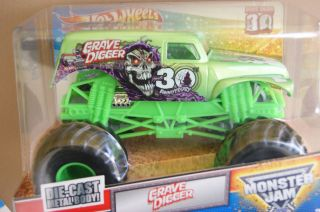 HOT WHEELS MONSTER JAM TRUCK GRAVE DIGGER 30th ANNIVERSARY GREEN 1 24