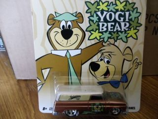 Hotwheels Yogi Bear 64 GMC Panel Hanna Barbera