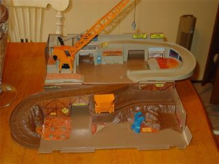 Vintage 1979 Hot Wheels Sto and Go Construction Site Playset Foldaway