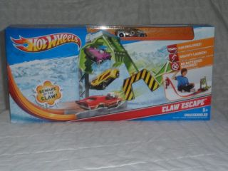 Brand New Hot Wheels Claw Escape Race Track Set Power Launcher Car